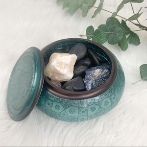 Small Round Decorative Dish with Decorative Rocks